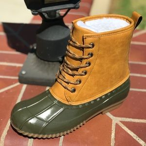 🎉NEW ARRIVALS🎉 Ladies Duck Boots. Olive
